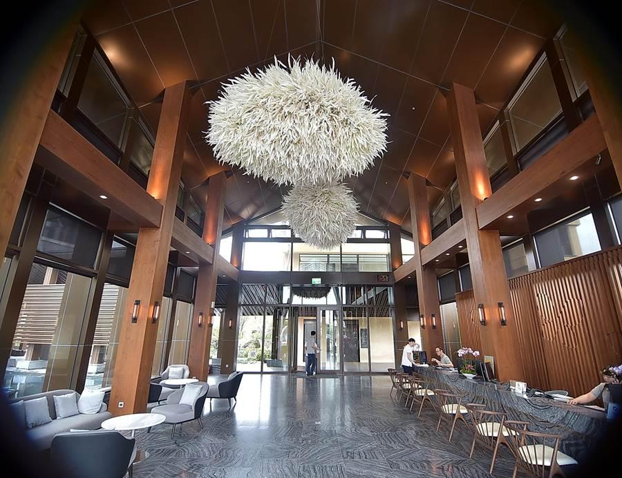 宜蘭第一家國際品牌度假酒店〈宜蘭力麗威斯汀〉,Check In大廳很有東南亞度假酒店氛圍。(圖/姚舜攝)