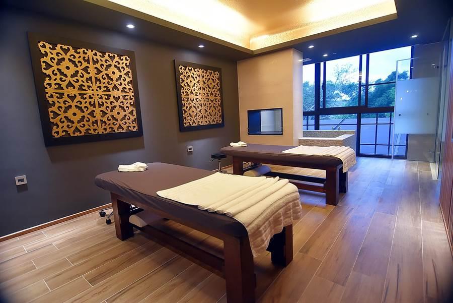 〈宜蘭力麗威斯汀〉的SPA芳療室,皆配有溫泉池與淋浴間,且空間寬敞。(圖/姚舜攝)
