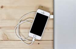 新聞聽尉遲》iPhone充電錯誤 3萬張照片瞬間消失
