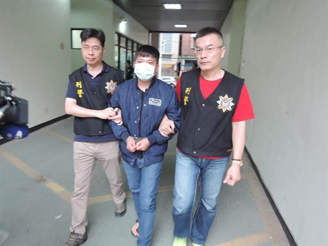 李男被捕後聲稱所有槍枝都是自己所有,與其他人無關,企圖1個人扛下所有責任,訊後依違反槍砲彈藥刀械管制條例送辦。(張穎齊攝)