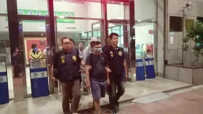 警方將涉嫌幫詐騙集團洗錢的廖姓主嫌等19名嫌犯移送法辦。(林郁平翻攝)