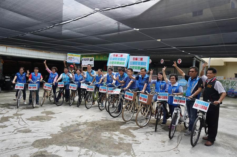 台中市議會國民黨團十餘位議員發起搶救東豐綠廊行動,騎乘。(王文吉攝)