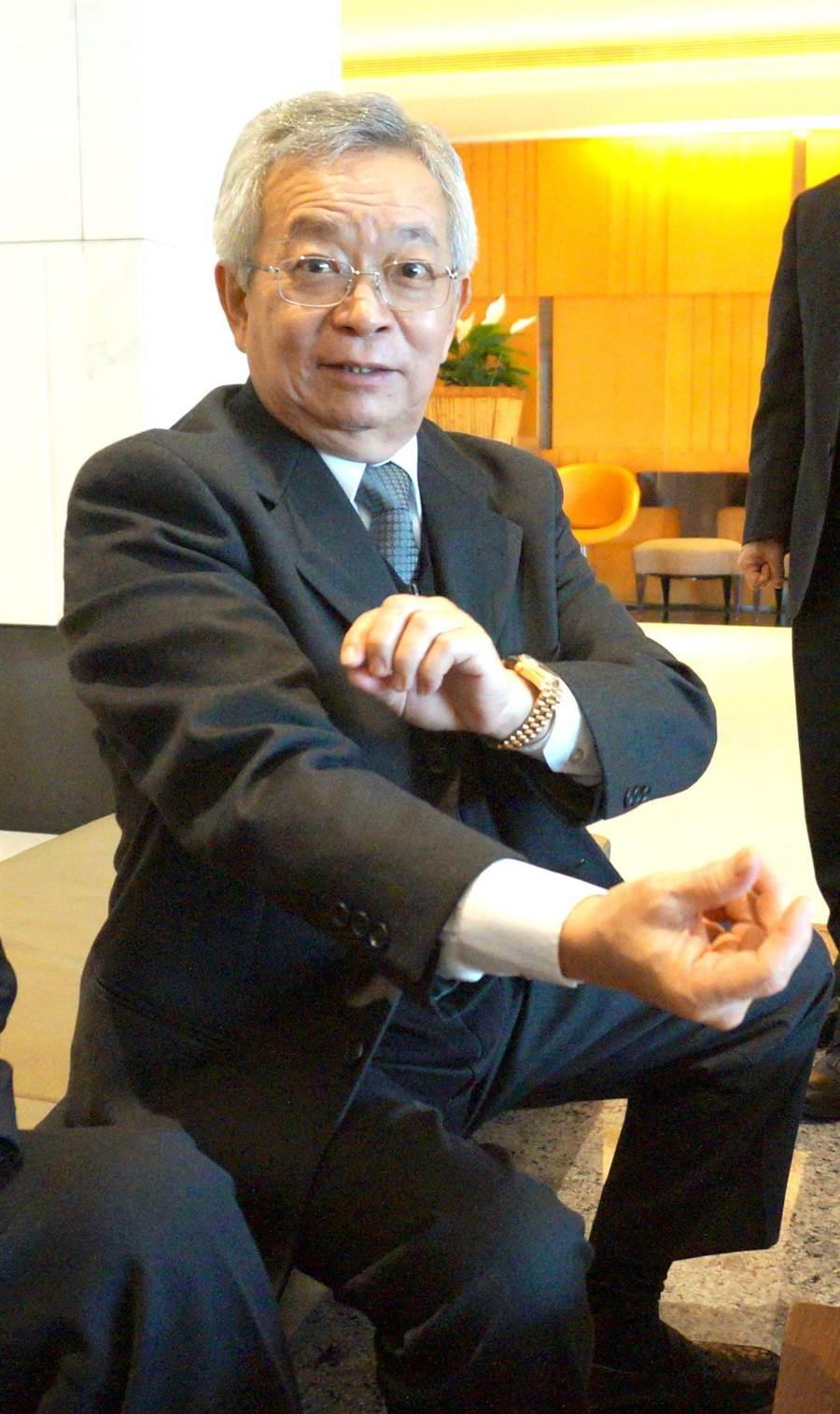 台灣科學工業園區科學工業同業公會理事長沈國榮對市長林佳龍重視中科園區企業的聲音,期待透過回饋共同成長。(盧金足攝)