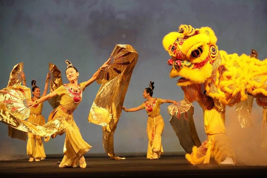 劇情穿越千萬年時空,遠古祥和仙境,歡喜祥獅、高貴金鳳凰充滿溫暖慈暉。(太極門提供)