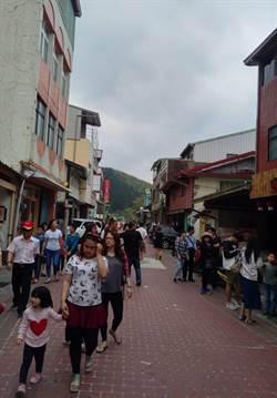 端午連假遊客擠爆梅山太平街