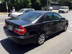 轎車撞高市輕軌再撞他車後自撞 無人傷亡