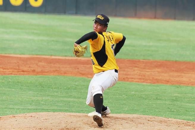東石高中棒球隊為了再也不能打球的隊友,拚命打入前8強。(呂妍庭翻攝)