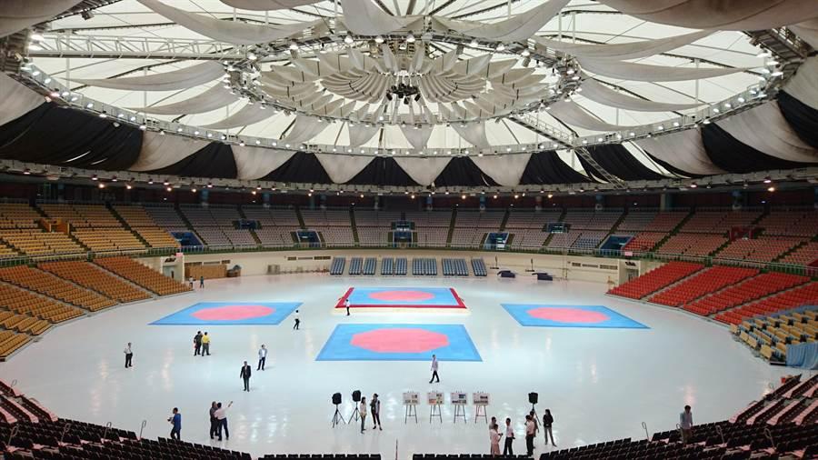台北市政府委託桃園市政府,整修桃園市立體育場。(甘嘉雯攝)
