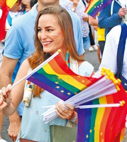 彩虹經濟可觀 觀光局邀同志來玩