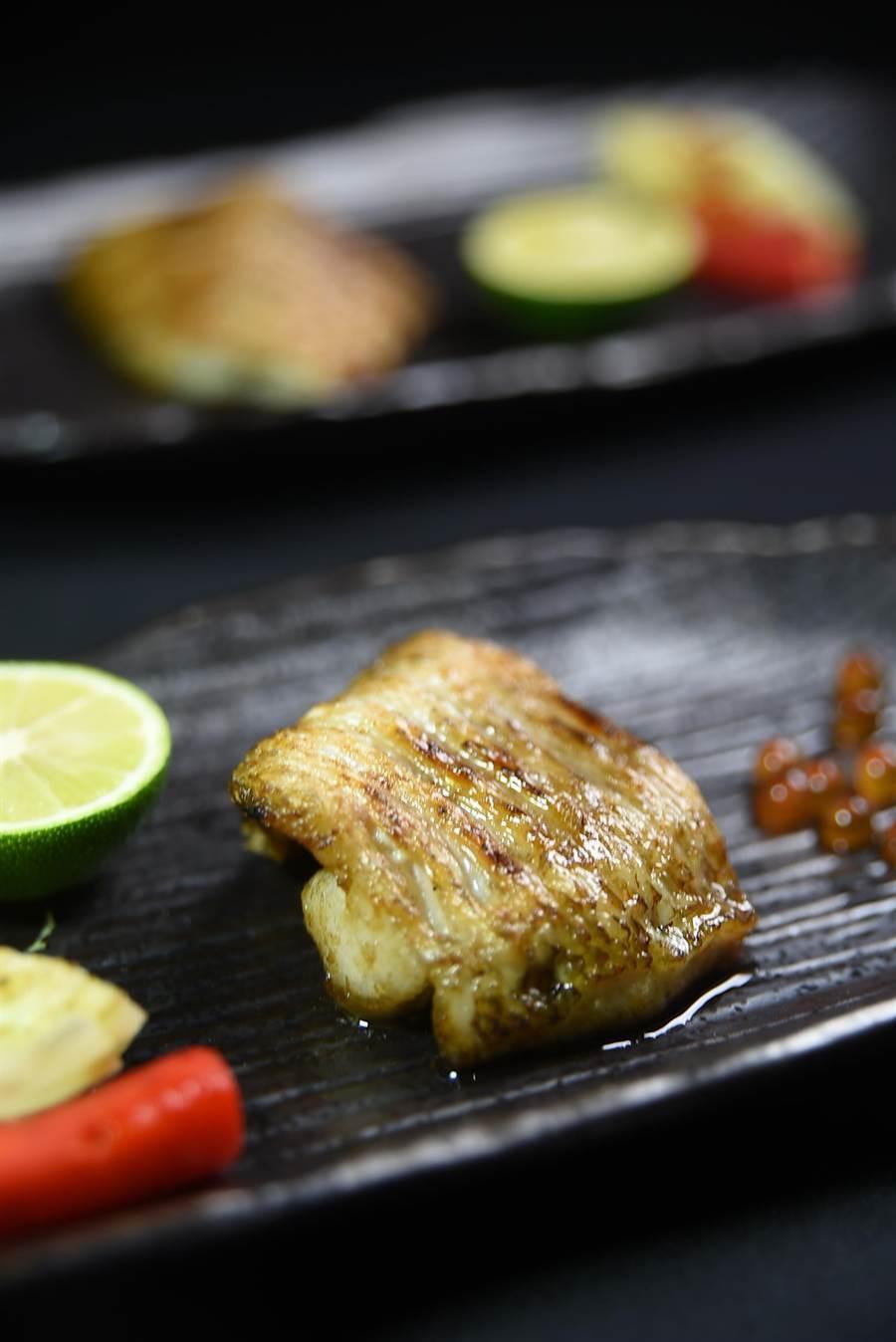 明火炭烤的日本紅喉魚腹肉,油脂豐厚、入口欲化。(圖/姚舜攝)