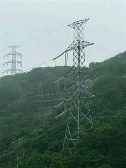 大雨不停土石沖刷 核一2號機電塔倒塌故障