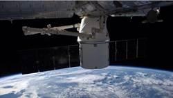 SpaceX發射再生天龍號 被閃電延誤