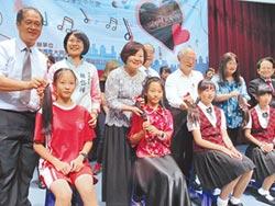 中正國小29師生 捐髮助癌友
