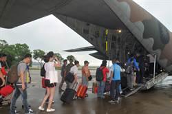 軍機協助疏運旅客 金門機場「警報」解除