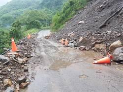豪雨來襲 竹縣山區道路多處落石
