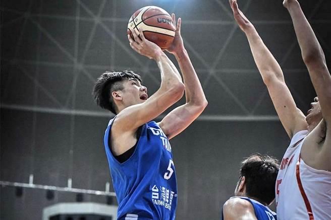 身為中華男籃主力之一的劉錚,可能也沒想到3日會輸中國這麼多分。(取自FIBA官網)