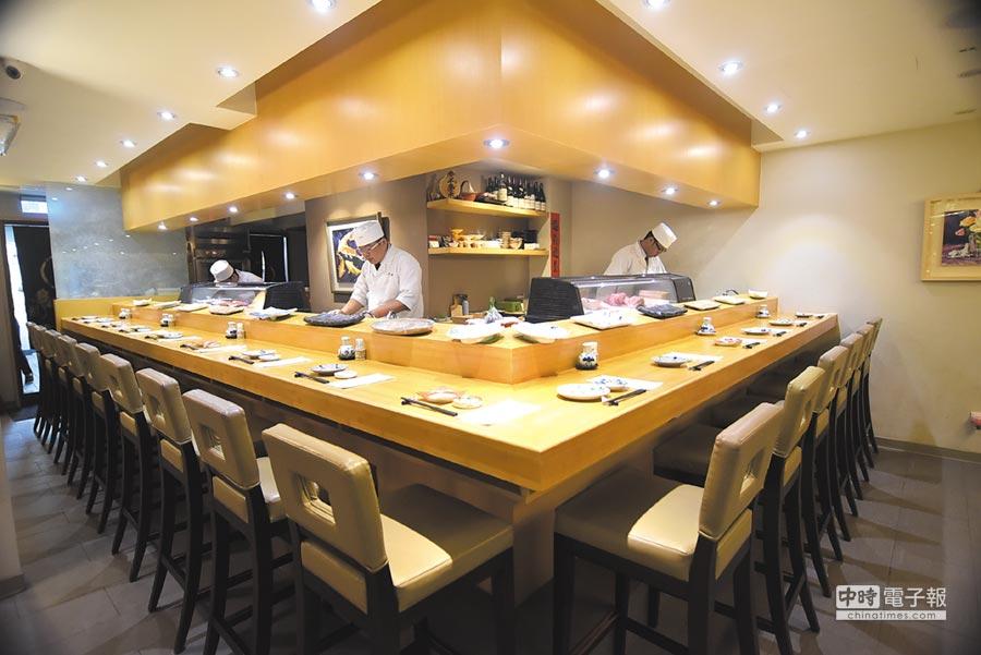 〈子元.壽司割烹〉店內設有壽司檯,食客可以與廚師互動。圖/姚舜