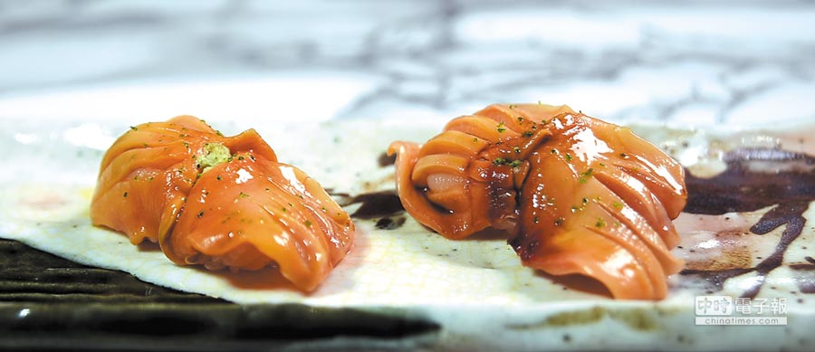 用山口縣赤貝作竹的握壽司,赤貝彈Q緊實並有甜度。圖/姚舜