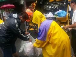你有垃圾分類嗎?中市破袋檢查首日規勸87件