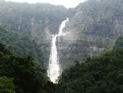 嘉義縣山區 雨後出現蛟龍瀑布