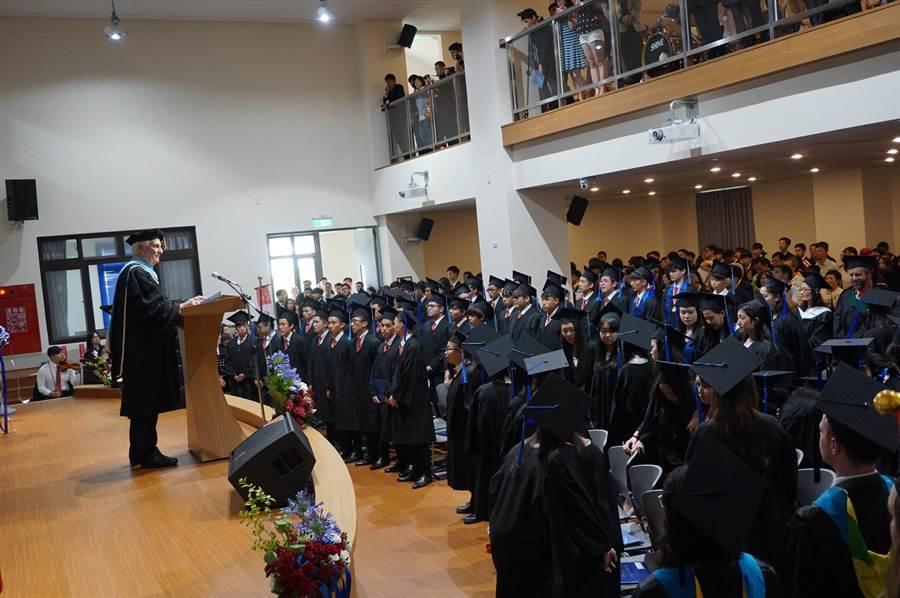 ICA第11屆64位畢業生除台灣人外,還有來自日韓、德國、馬來西亞及華裔美人,宛如小型聯合國。(王文吉攝)