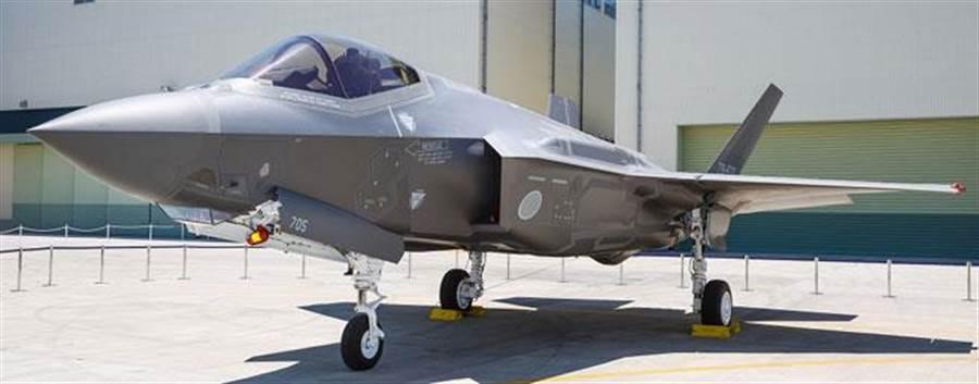 日本組裝的F-35A匿蹤戰機5日出廠亮相。(取自駐日美軍司令部官網)