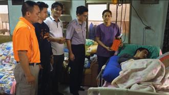 花蓮》協助原民癱瘓少年 鳳林原警會發揮愛心捐贈物資