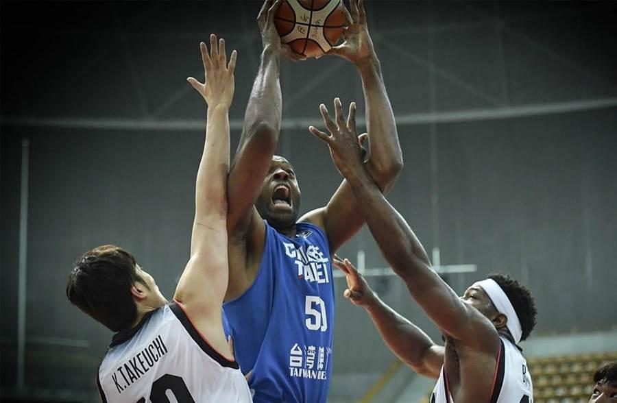 「新台灣人」戴維斯全場29分、17籃板領軍。(翻攝FIBA官網)