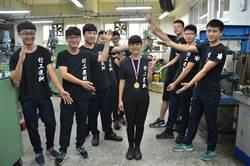 新竹高工機械科陳明妍做車床 奪中區分賽冠軍