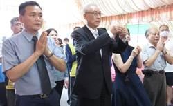 吳敦義弔唁往生支持者 家屬說「未來的總統來祭拜」!