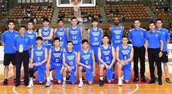 東亞籃球賽》中華隊奪冠 球員高舉獎盃慶功