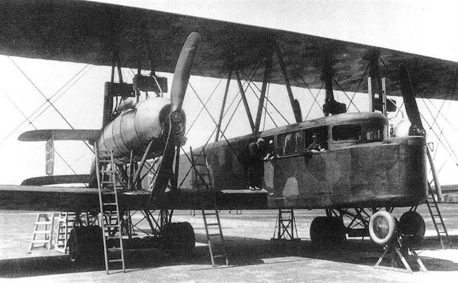 齊柏林-史達肯R.VI轟炸機,是當時的空中巨無霸,可以攜帶2噸的炸彈,也曾經跨海轟炸英國。(圖/網路)
