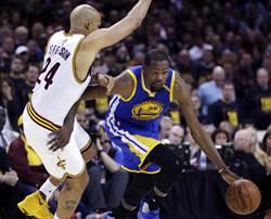 NBA》杜蘭特致命三分球 勇士逆轉勝騎士聽牌