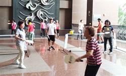 嶺東樂齡大學銀髮生樂玩匹克球