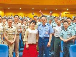 簡文秀勉勵國軍做「桐花人」