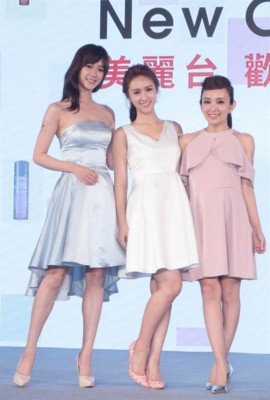 孟耿如(左起)、吳姍儒和愛紗今皆穿粉嫩色系小洋裝,出席美麗台開台記者會,談彩妝、保養經。(方濬哲攝)
