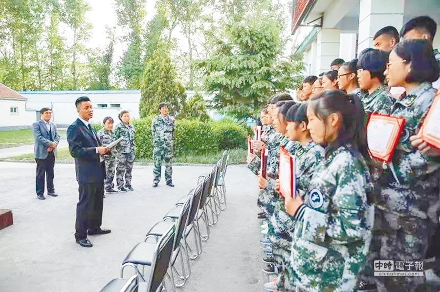 5月4日,長治市科技中等職業學校校長張俊成給學生們講課。(取自《新京報》)