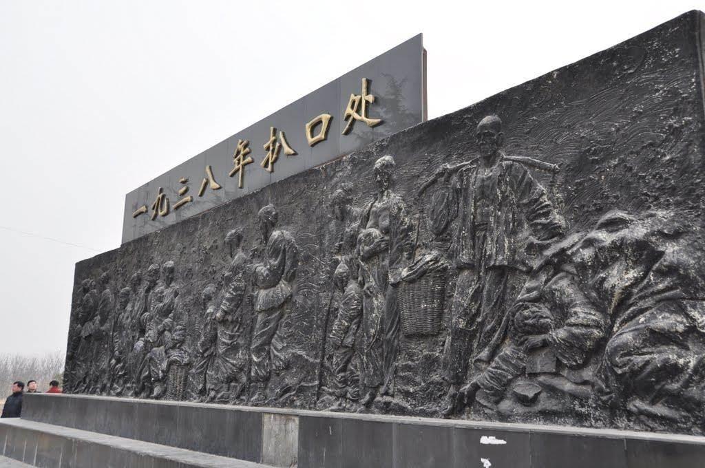 大陸在花園口的決堤處成立紀念碑。(圖/新華網)
