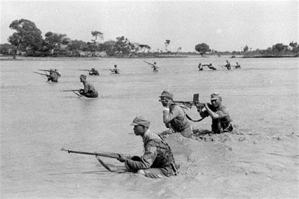 在黃泛區持續作戰的國軍部隊。(圖/網路)