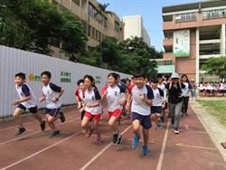 東門國小畢業路跑 林智堅勉:跑出未來的康莊大道