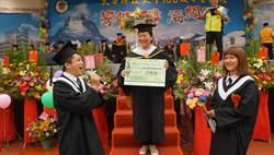 竹縣大華科大畢業典禮 學生驚喜求婚