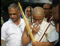 「好成績並不會快樂」印度超級學霸剃度出家