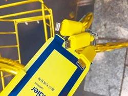 杭州共享單車穿金裝 還可充電