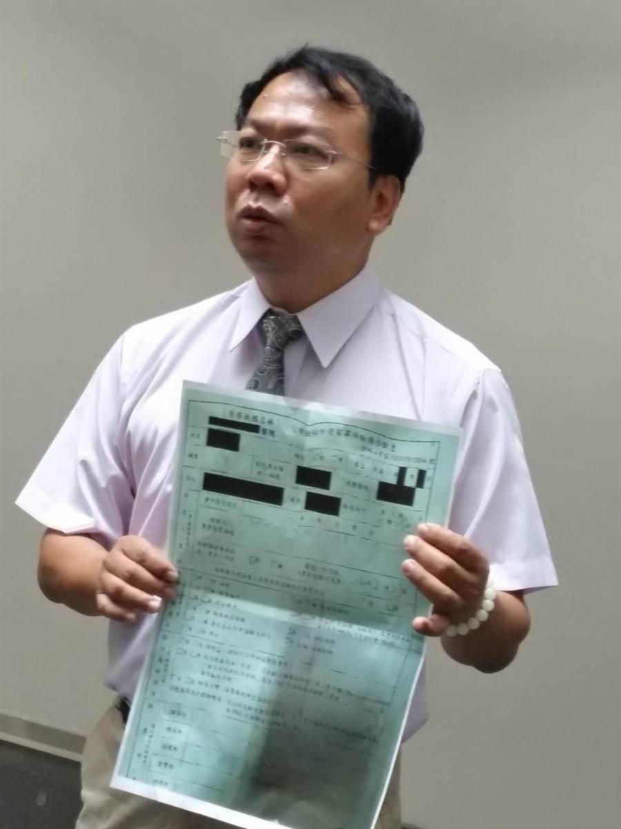 台中市議員謝志忠痛斥陳嫌對四名少女下手。(盧金足攝)