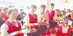 家齊畢業生辦社區餐會 招待阿公阿嬤