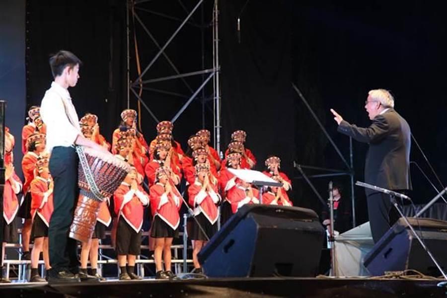馬彼得校長擔任指揮,也是原聲合唱團的靈魂人物。(圖/本報資料照片,廖志晃攝)