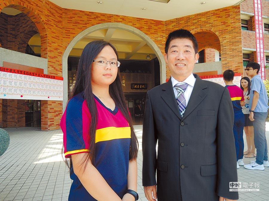 宜蘭慧燈中學簡妤雯(左)允文允武,不僅學業成績優異,還是個街舞高手,以後想要力拚醫科。(胡健森攝)