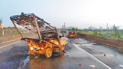 BMW、貨車相撞成火球 1傷1命危