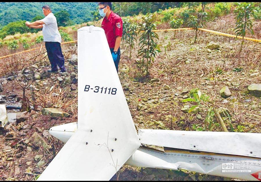 《看見台灣》導演齊柏林搭乘凌天航空直升機在花蓮失事的地點,現場滿布殘骸,機上3人皆成焦屍。(曾百村翻攝、花蓮消防局提供)