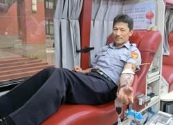 新竹縣警挽袖捐熱血慶祝警察節